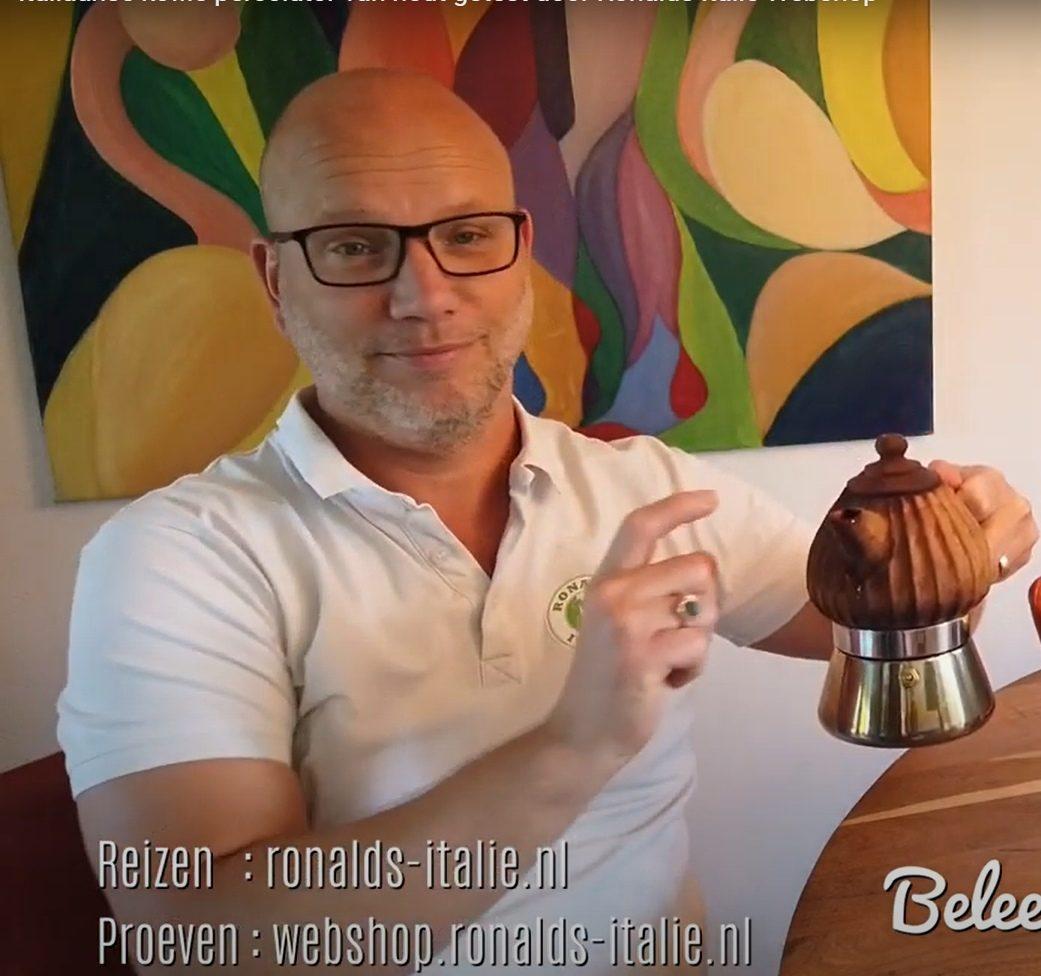 Italiaanse koffie percolator van hout getest door Ronalds Italië